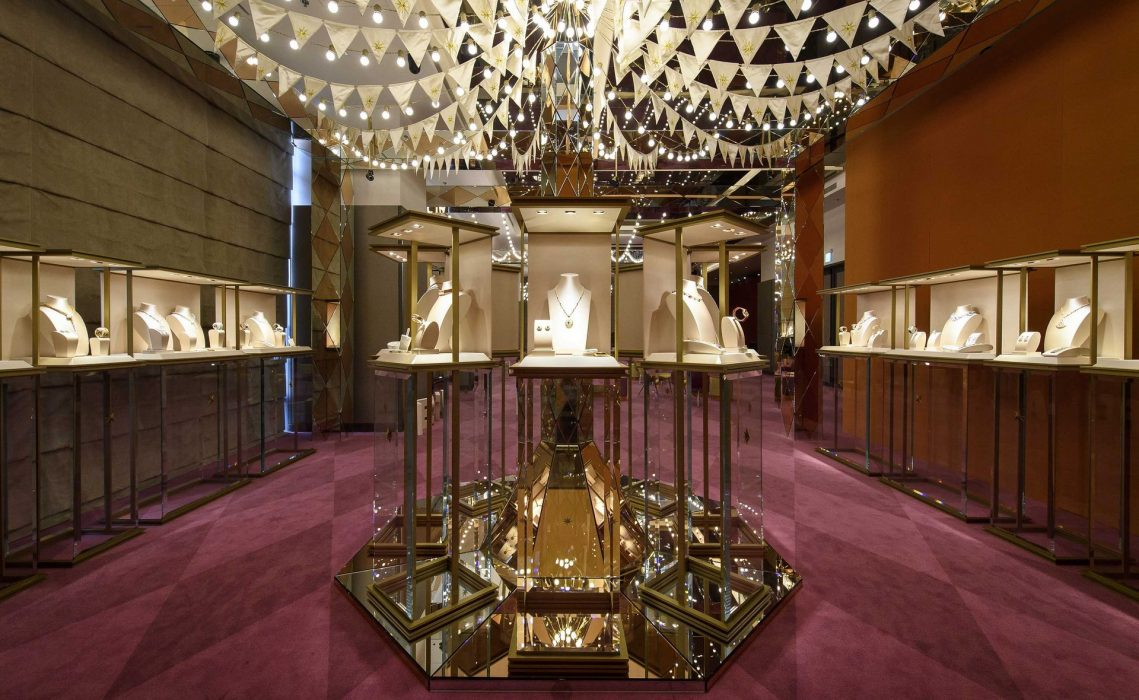 寶格麗展30億珠寶 180克拉藍寶石項鍊最貴氣