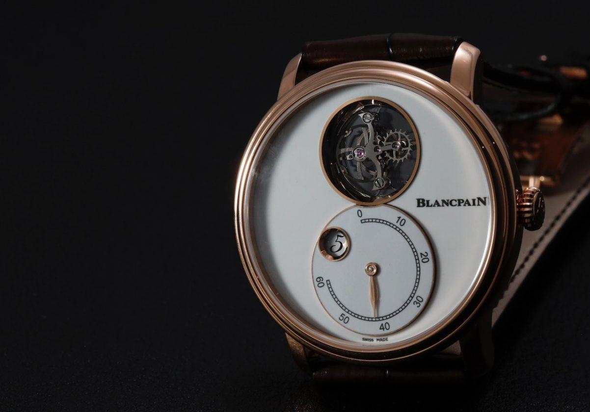飛行陀飛輪視窗與時分盤以8字型呈現於錶盤。
