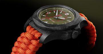 【Baselworld 2018錶展直擊】強靭、奪目、輕巧:Victorinox I.N.O.X. Carbon碳纖維限量版腕錶
