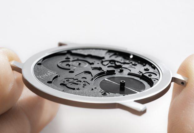 將錶殼當作機板成為機芯的一部分,是伯爵超薄技藝的一大關鍵。