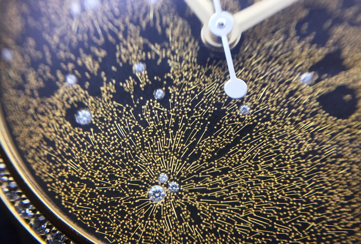 Dior Viii Montaigne Clair De Lune Full Moon近拍錶盤。
