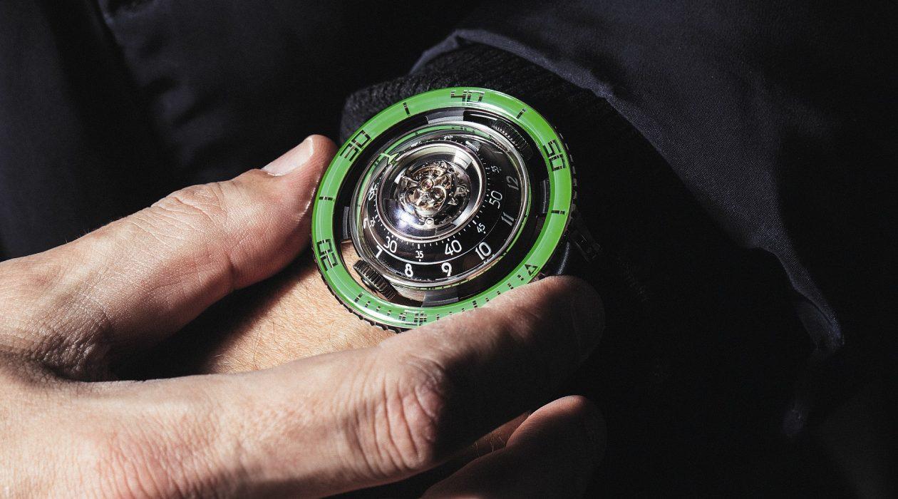 MB&F Horological Machine No.7「Aquapod」腕錶新推綠色藍寶石水晶錶圈款式