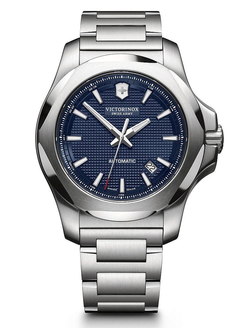 I.N.O.X 機械錶,型號241835,訂價約NTD34,800