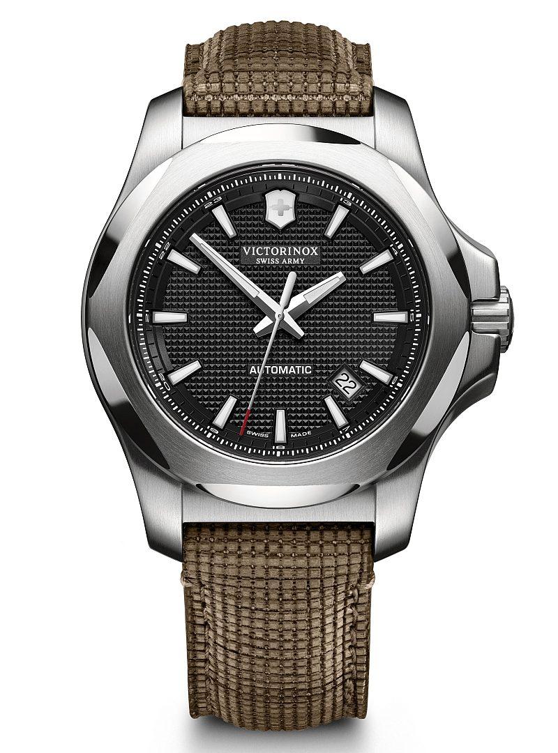 I.N.O.X 機械錶,型號241836,訂價約NTD29,800