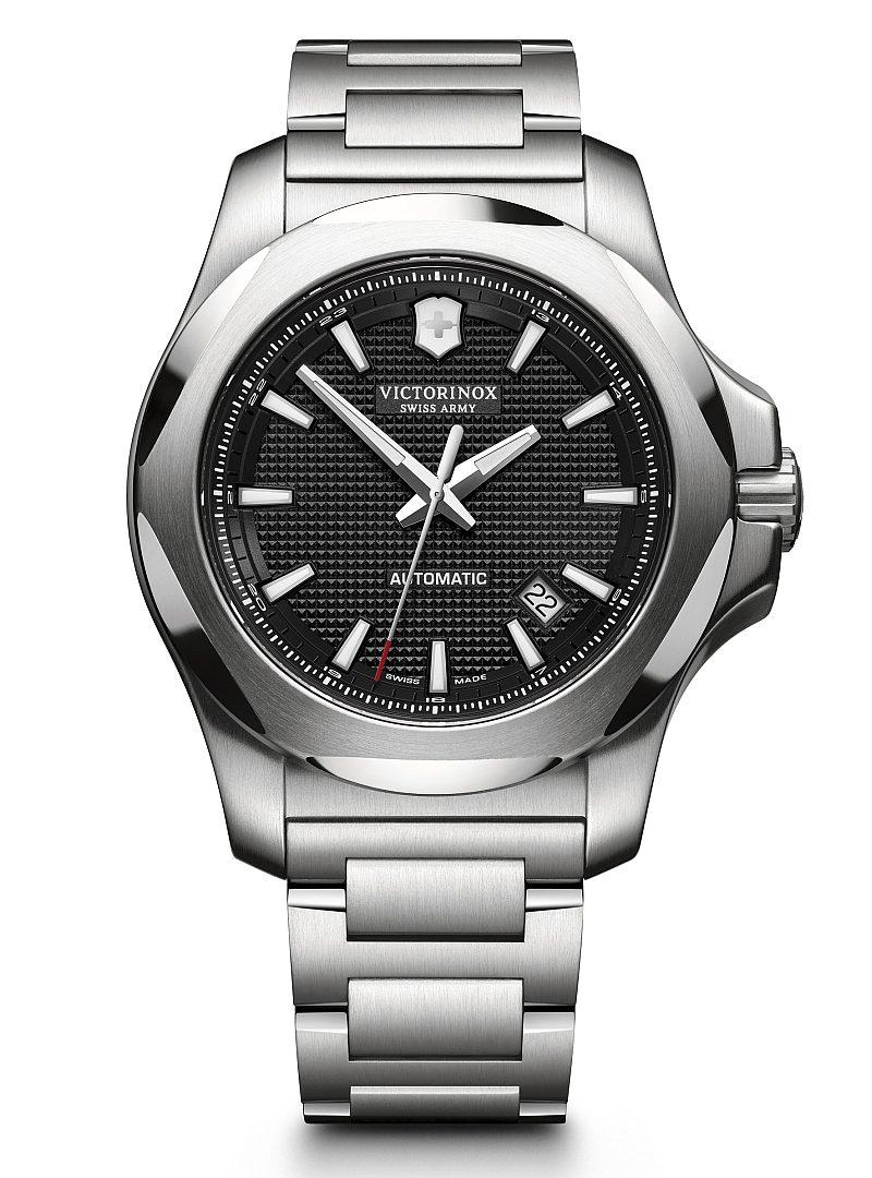 I.N.O.X 機械錶,型號241837,訂價約NTD34,800