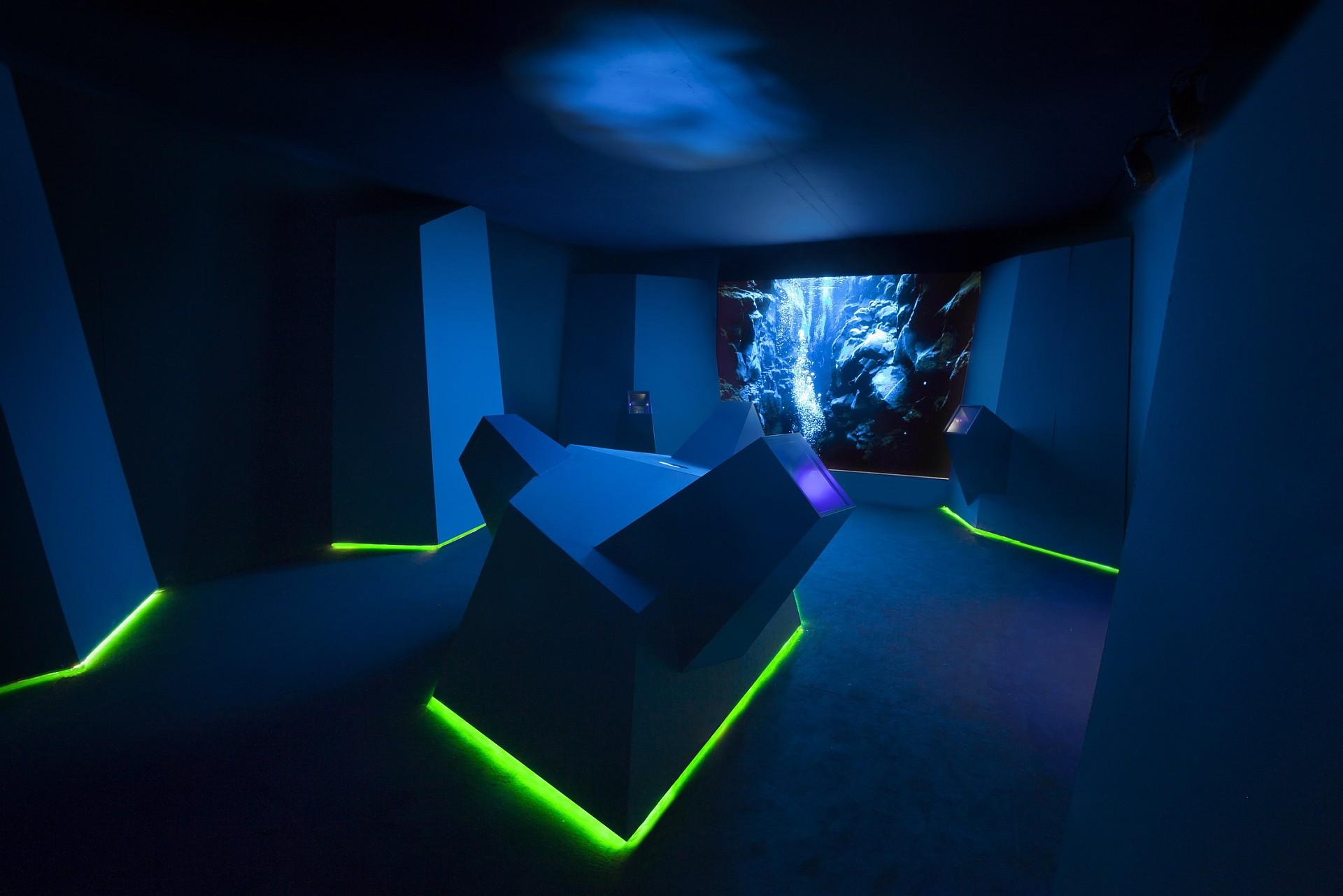 沛納海頌揚對海洋和創新的熱愛,於第57屆米蘭設計週「Light in the Darkness」展覽中展出《Candela》(燭光)