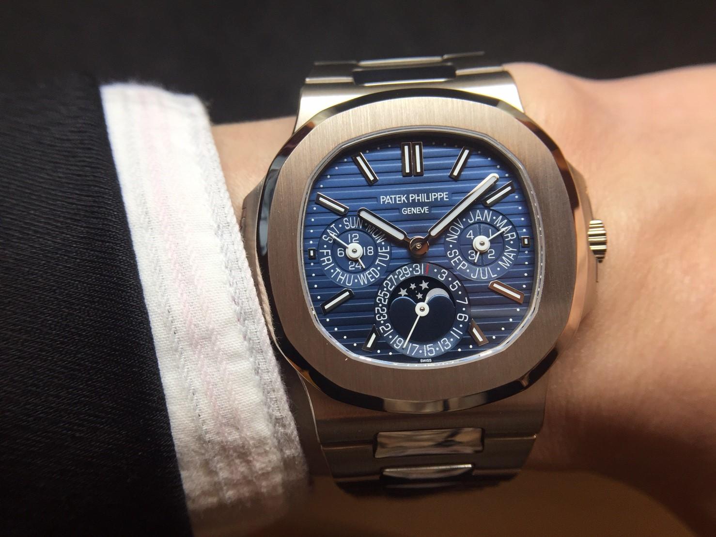 悠閒典雅風格經典之作首搭萬年曆複雜功能:百達翡麗Nautilus 5740/1G-001萬年曆腕錶