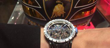 用奔馳得勝的輪胎,串聯腕錶:Roger Dubuis新款Excalibur Spider Pirelli