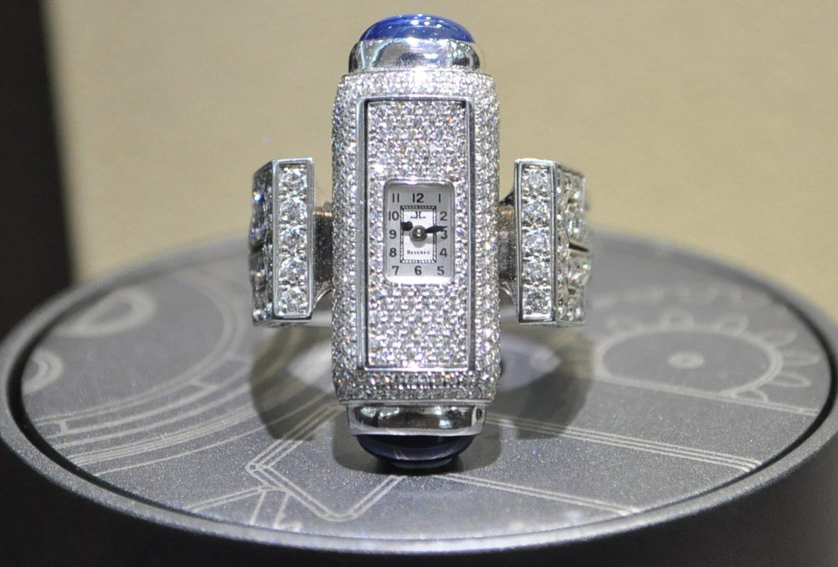 搭載101機芯的鑲鑽女士腕錶