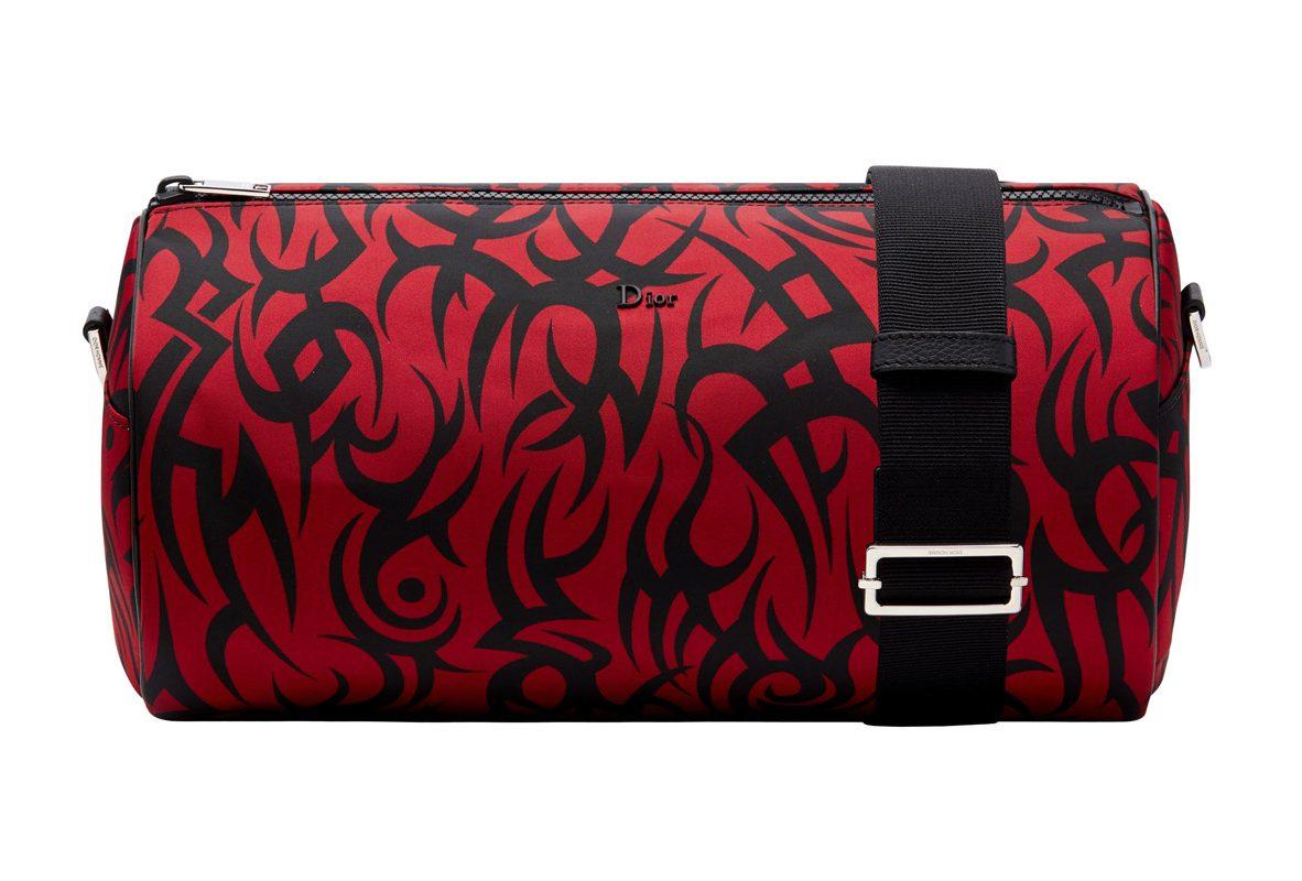 紅色部落圖騰印花長筒狀收納包,參考售價NTD 33,000