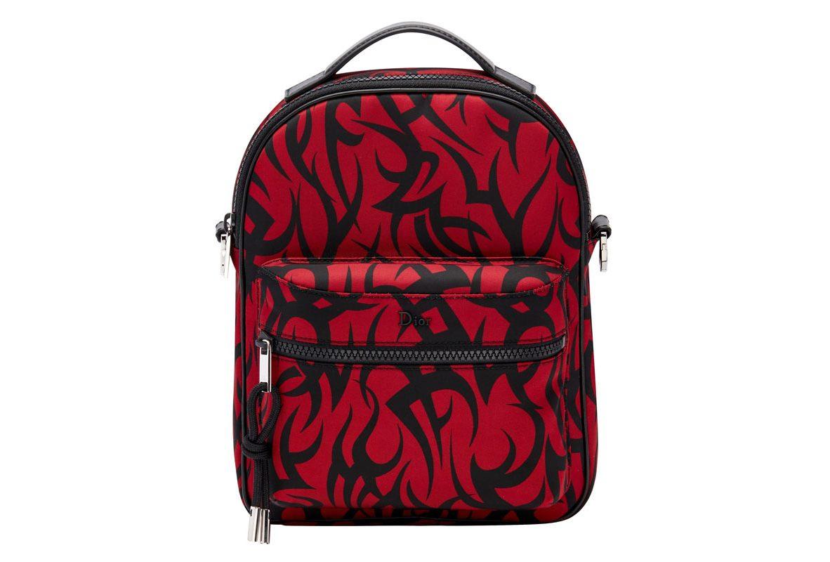 紅色部落圖騰印花小型收納包,參考售價NTD34,000