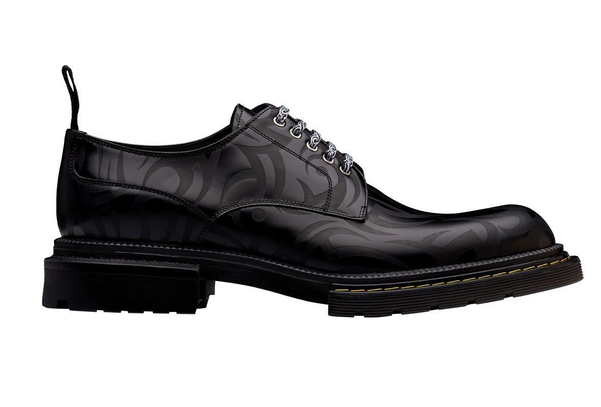 黑色小牛皮滿版部落圖騰印花牛津鞋,參考售價NTD 37,000