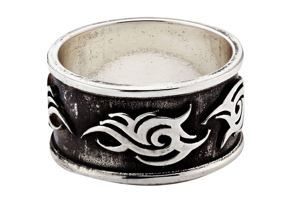 銀色仿舊部落圖騰金屬戒指,參考售價NTD13,000