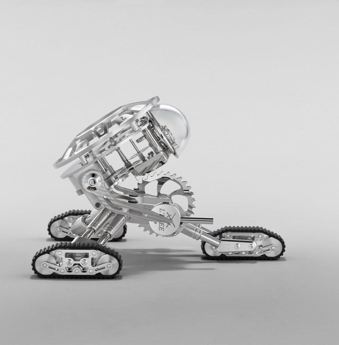 將Grant 的軀幹固定在 45 度角,完美呈現其機器人的外型。
