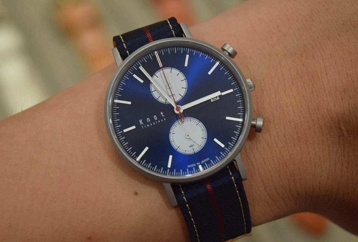 Knot計時款腕錶搭配NATO錶帶。