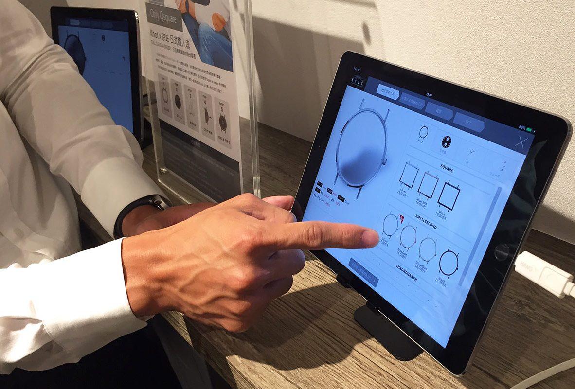 Knot快閃店中透過iPad能客製化自己想要的腕錶款式。