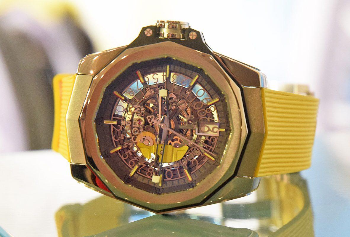 Admiral AC-ONE 45 Squelette 海軍上將系列鏤空腕錶(黃),限量288只,參考價NTD 349,000。