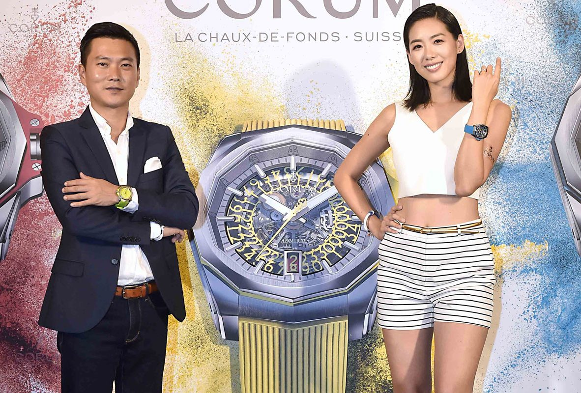 Corum大中華區董事總經理藍銘偉先生(圖左)與女星林可彤共同展演Admiral AC-ONE 45腕錶。