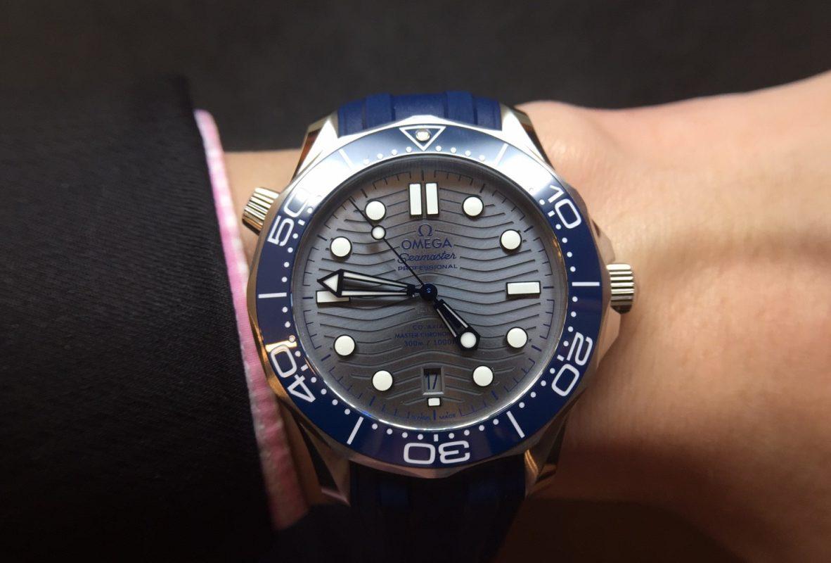 海馬潛水300米系列(不鏽鋼款/橡膠錶帶),參考價NTD 155,500,鍊帶款為NTD 159,000。
