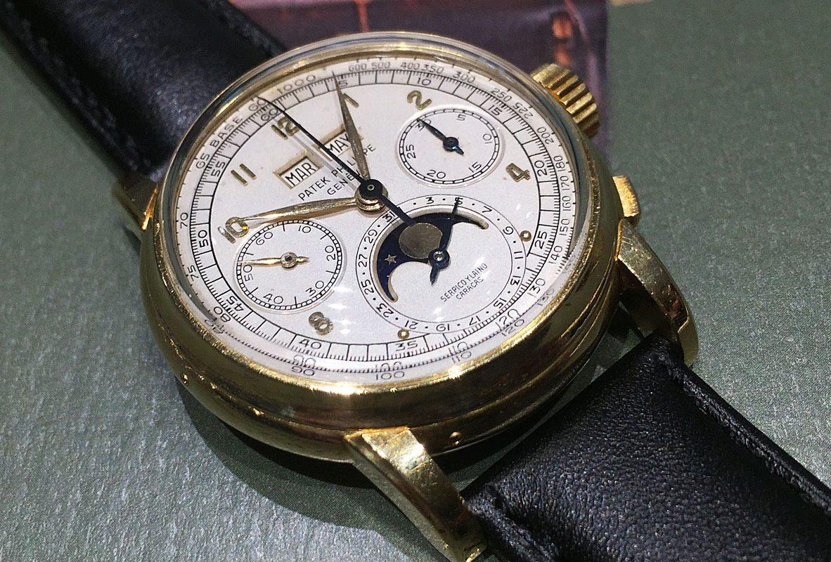 Ref. 2499腕錶結合萬年曆及計時功能。