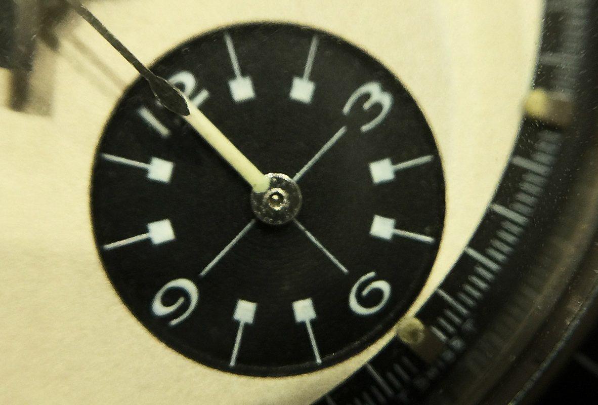 近拍Daytona Ref. 6263 6點鐘12小時計時累積盤。