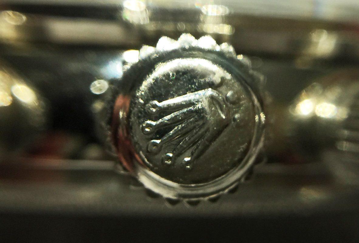 Daytona Ref. 6263 錶冠上的兩顆點代表雙重防水。
