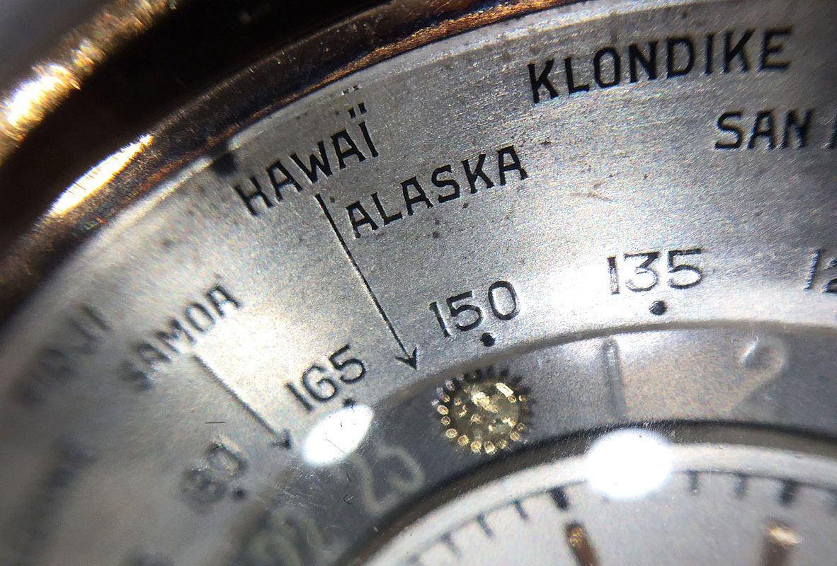 Ref. 4262世界時間懷錶由外到內圈分別是世界城市、經度及24時制時間。