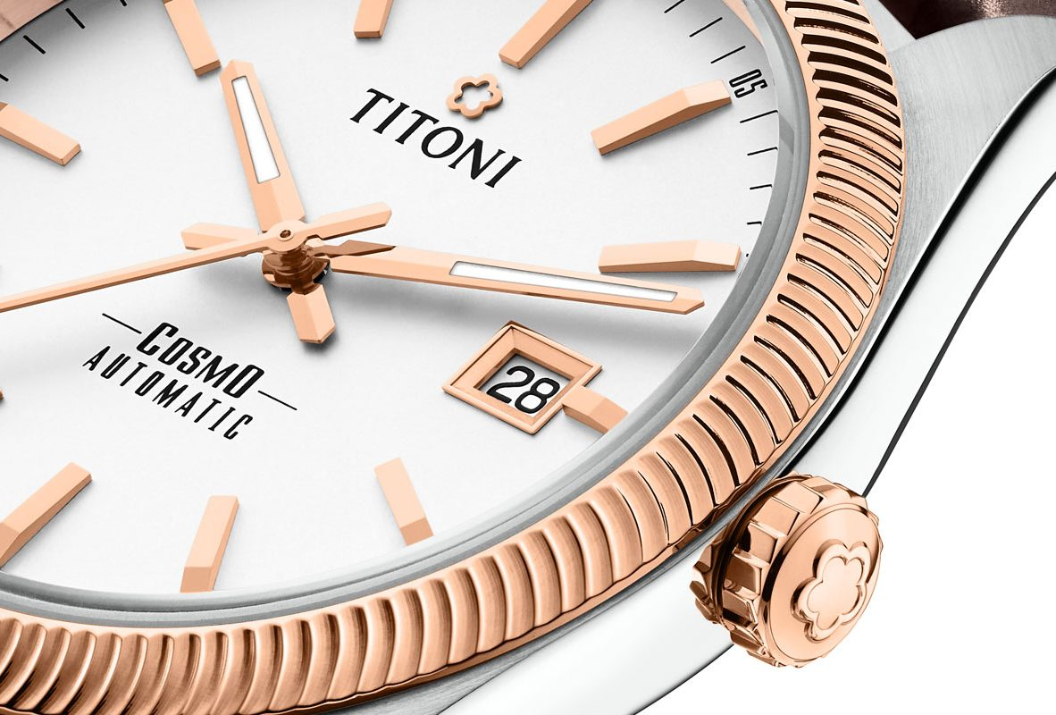 TITONI COSMO 878 錶圈以海浪鋸齒狀造型呈現。