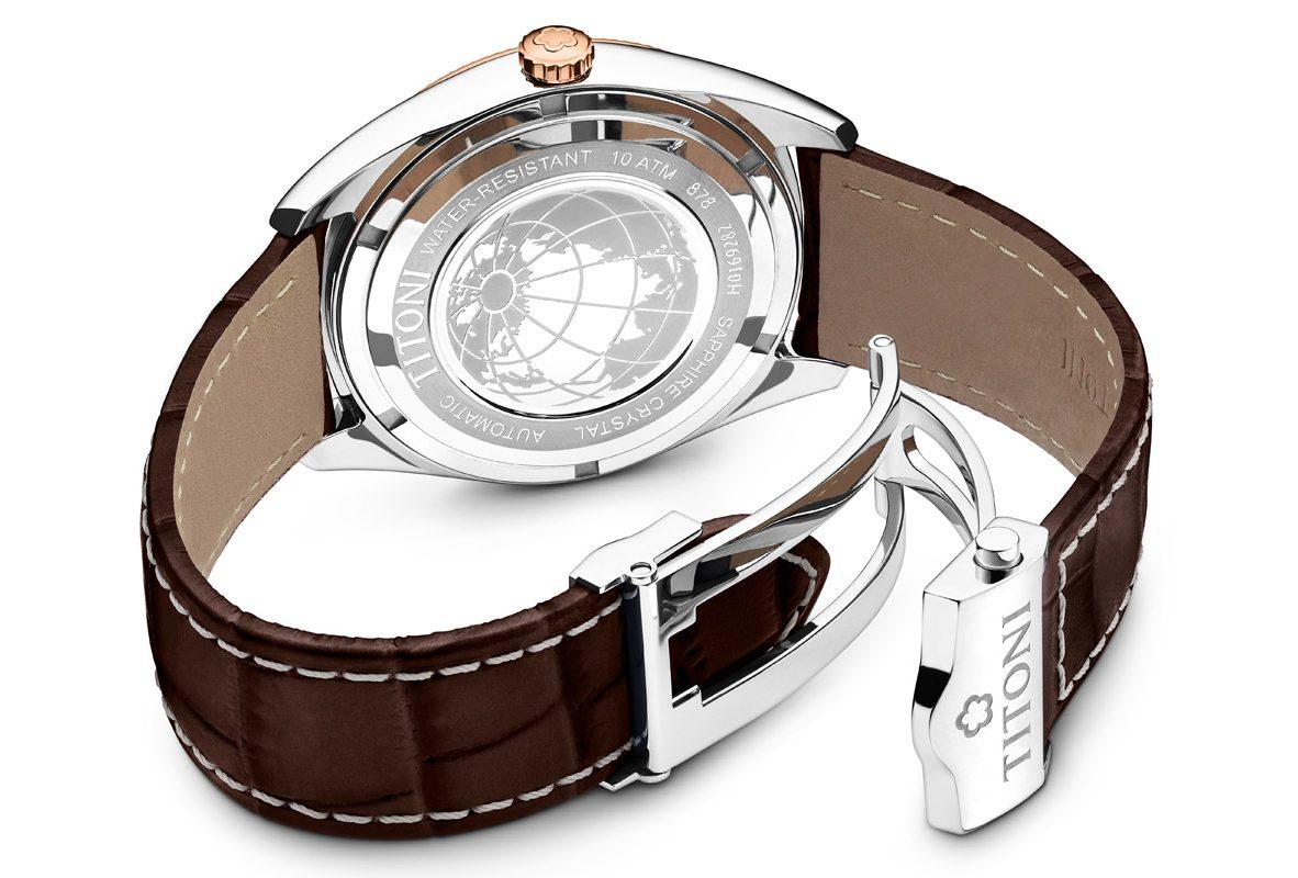 TITONI COSMO 878 錶背壓印的地球圖案也呼應了錶款名稱。