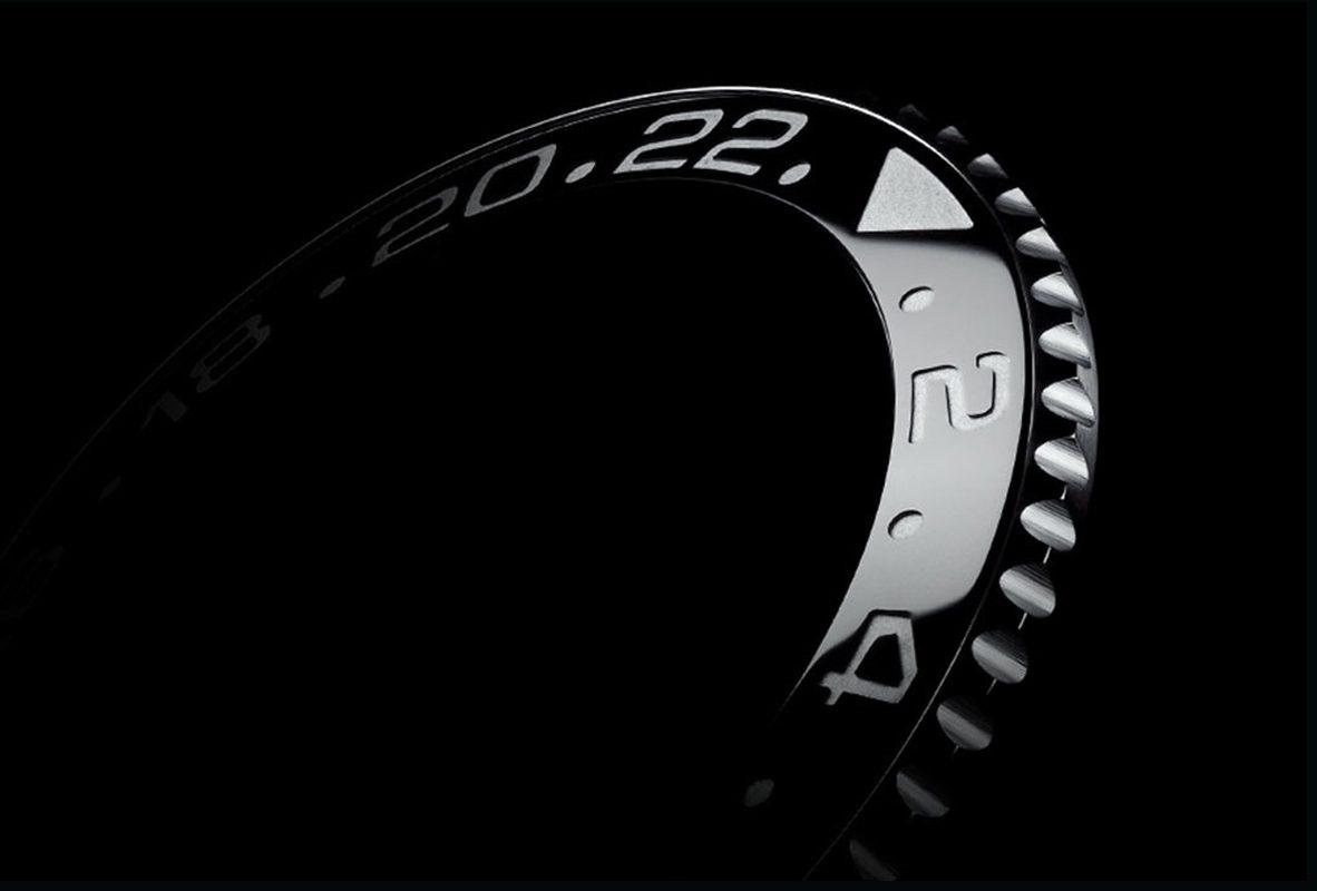 Rolex專利Cerachrom陶質字圈,在陶瓷材質錶圈上,以PVD方式在數字或刻度上鍍以鉑金。