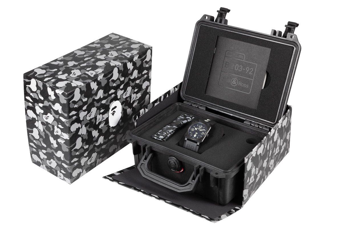BR03-92 25th Anniversary錶盒同樣帶有Bape聯名圖案。