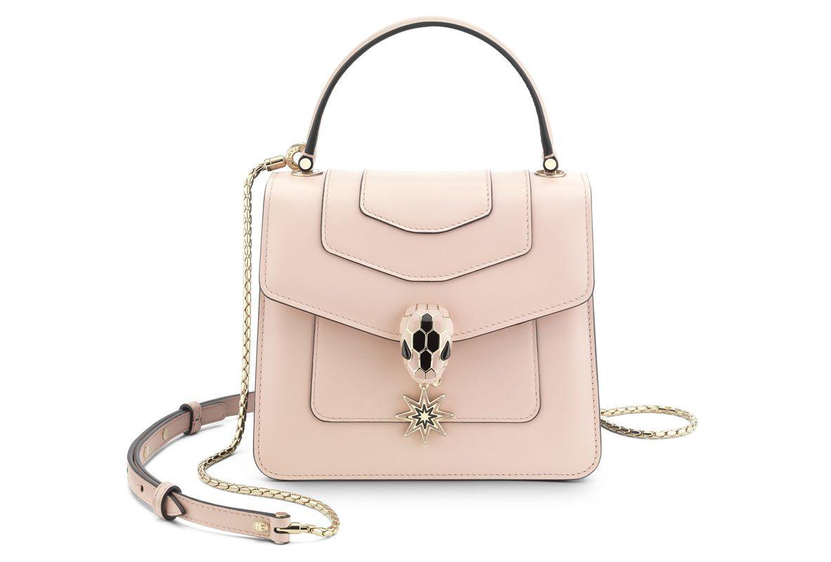 POP WISHES 系列SERPENTI FOREVER 水晶玫瑰色手提肩背包,參考售價NTD 85,000。