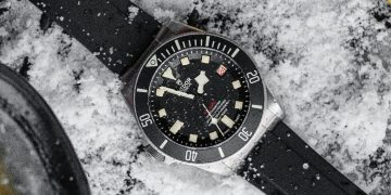 無懼嚴寒:戴著Tudor Pelagos冰下探潛