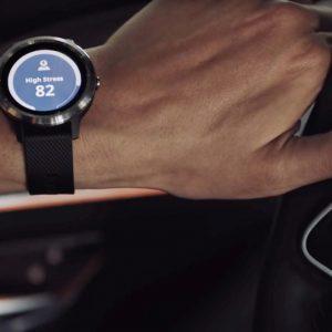 Garmin 攜手Mercedes Benz推vivoactive 3 GPS 智慧腕錶偵測駕駛者壓力、選擇路線,量身打造車內最適環境