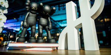 宇舶愛藝術:HUBLOT與HOCA合作於香港藝術節呈現KAWS作品展