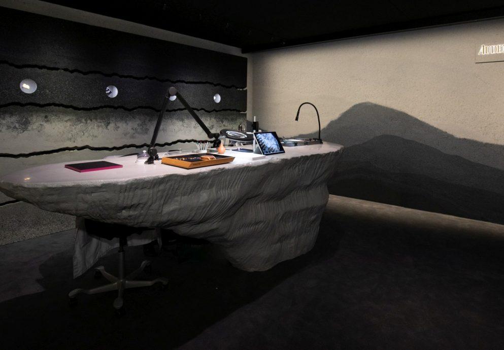 愛彼與Fernando Mastrangelo合作,為2019年巴塞爾藝術展推出極具侏儸山區氛圍的收藏家會客廳