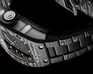 RICHARD MILLE研發推出Carbon TPT碳纖維鍊帶,首發於RM 07-01 Carbon TPT仕女腕錶