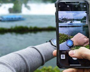 如何讓一支錶自己展開環遊世界之旅,讓 H. Moser & Cie.開拓者大三針電光藍黑色版腕錶告訴你