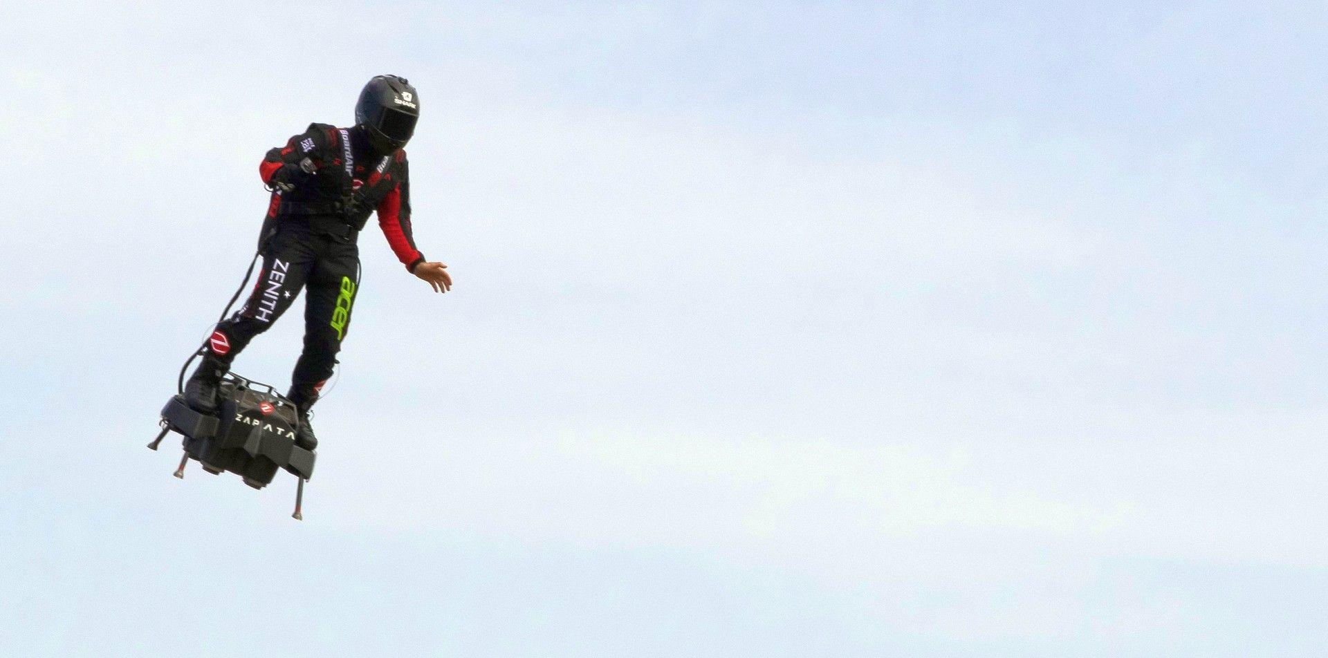 回到未來之美夢成真:Zenith品牌之友Franky Zapata成功駕駛飛行滑板飛越英吉利海峽