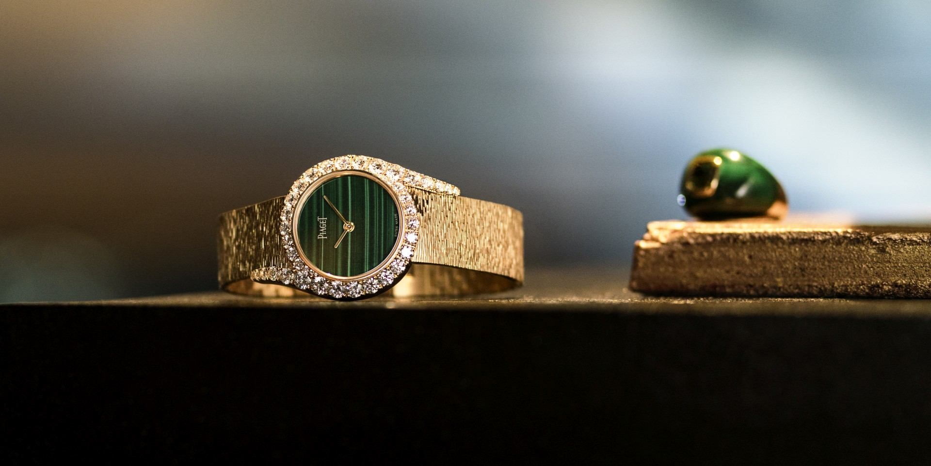 盡享繁華人生盛宴:伯爵發表全新Limelight Gala孔雀石錶盤頂級珠寶鑽石腕錶