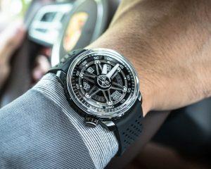 炸彈錶動感演繹輪幅幾何圖形:BOMBERG BB-01大三針自動機械錶