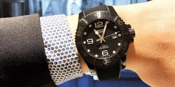 《聖人大盜》男主角擔任一日店長:Longines HydroConquest消光黑陶瓷腕錶同步亮相