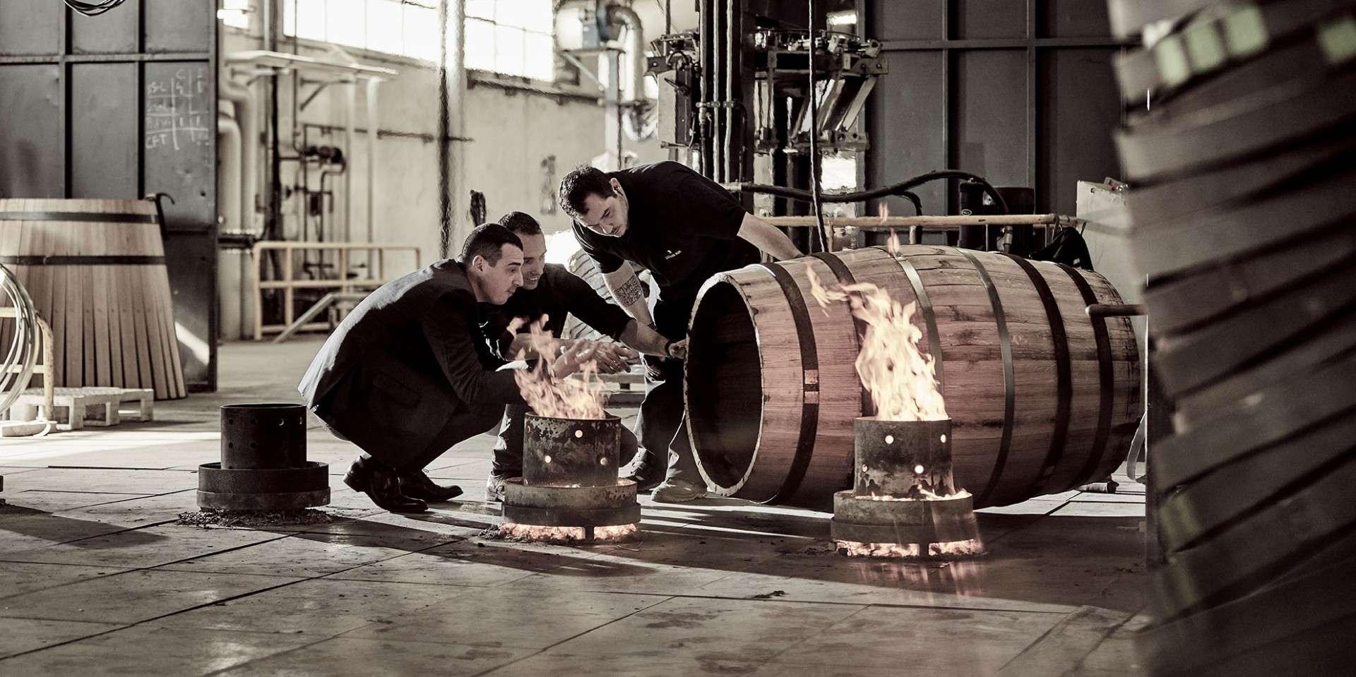 路易十三首席釀酒大師巴蒂斯特.盧瓦索再造蒂爾肯橡木桶,留待後世陳釀