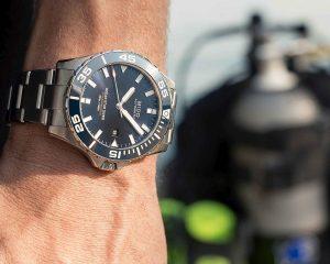 MIDO台南名品店盛大開幕,「國民男友」許光漢佩戴Ocean Star Diver 600任一日店長
