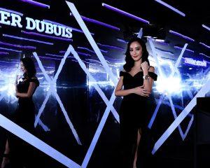 親自感受黑暗中的誘人光芒:Roger Dubuis Excalibur Blacklight限量腕錶展