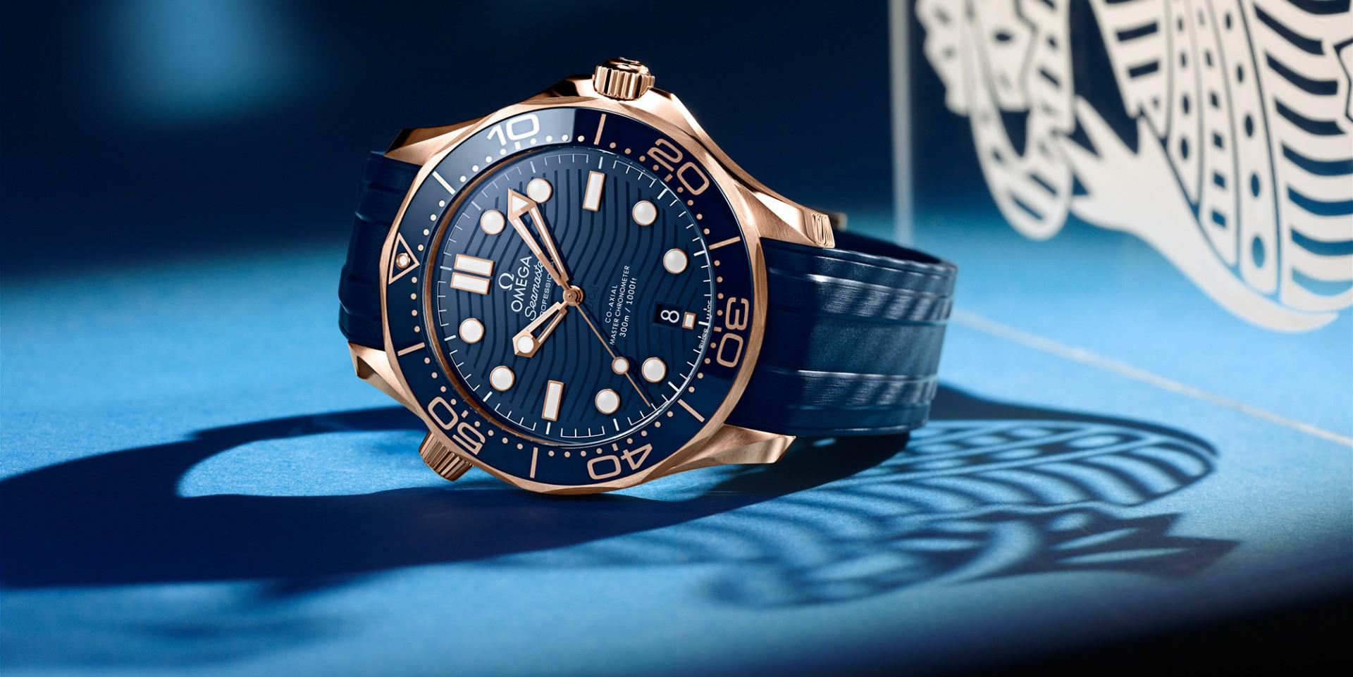 傳奇潛水錶再添嶄新風貌:歐米茄海馬潛水300米系列不鏽鋼白陶瓷與18K Sedna™金藍陶瓷款