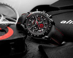 歐米茄慶祝與Alinghi帆船隊美好合作,推出全新超霸月之暗面Alinghi腕錶
