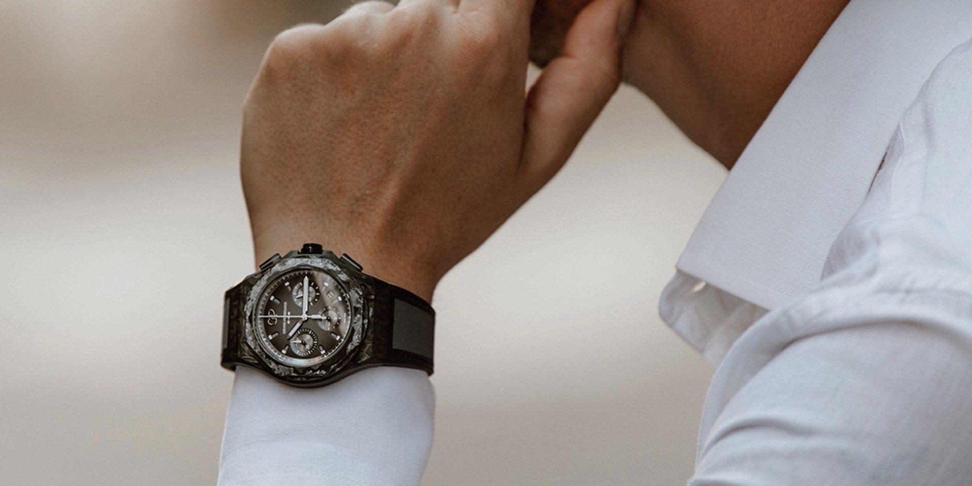 致敬桂冠傳奇,Carbon Glass擁抱未來:芝柏 Laureato Absolute Crystal Rock腕錶