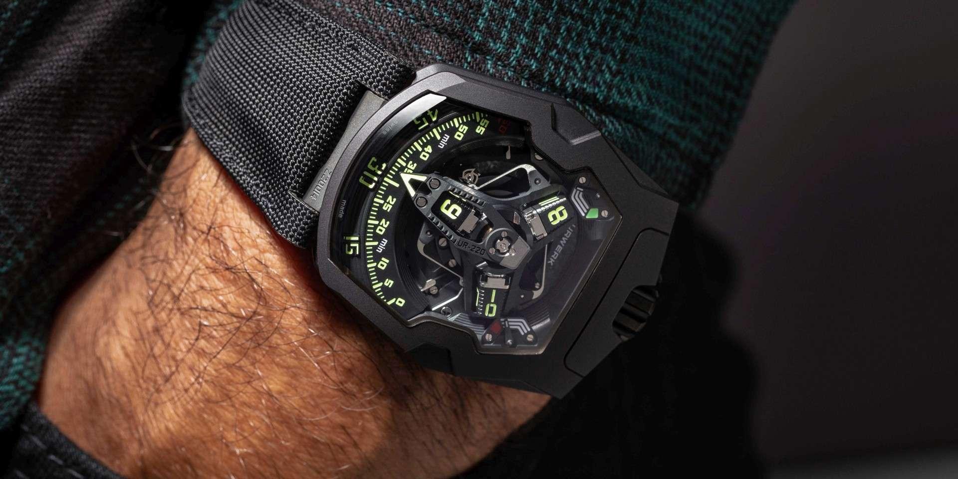 URWERK發表全新UR-220 All Black 黑金剛腕錶