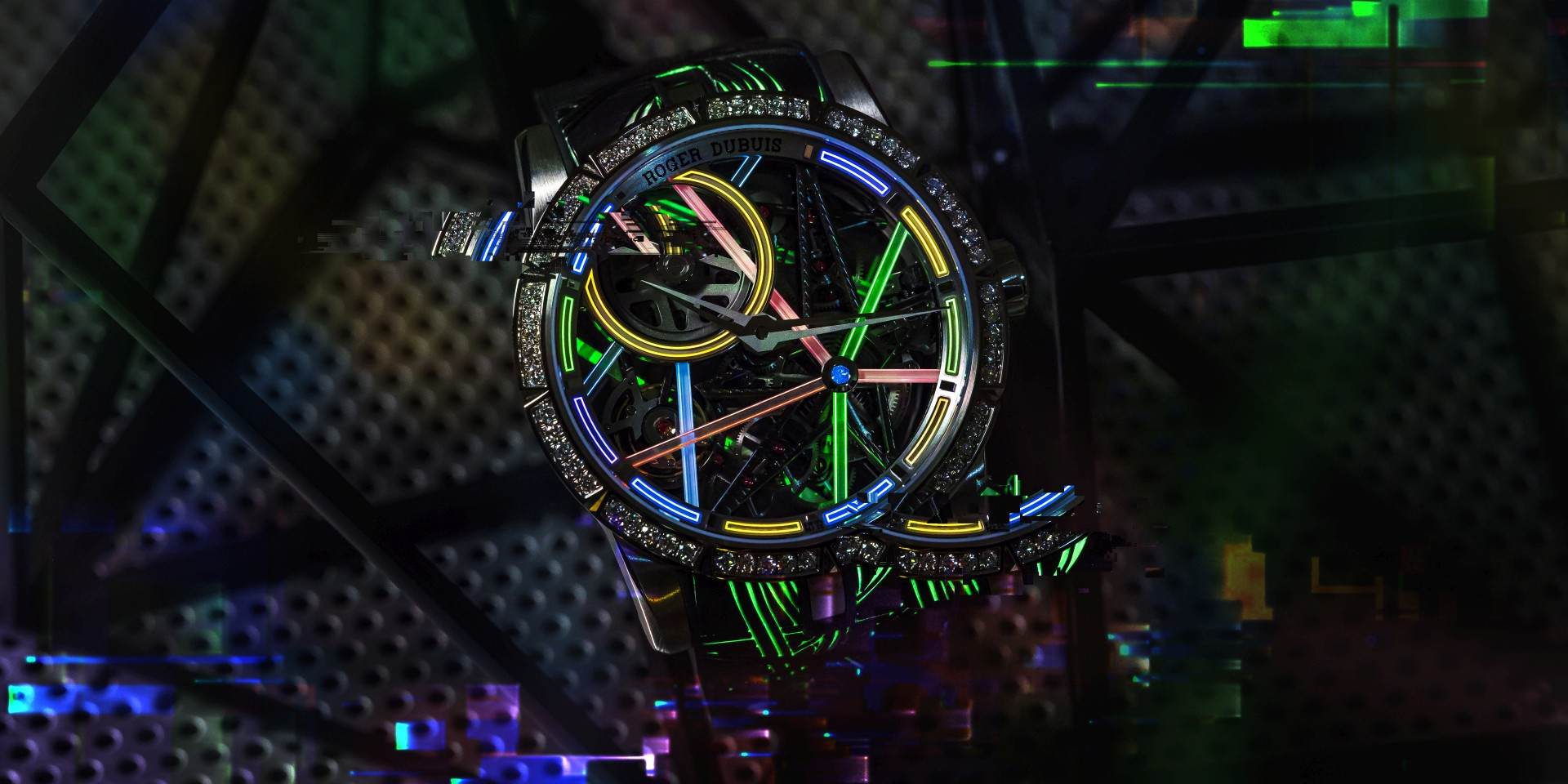 點亮霓虹都市:Roger Dubuis Excalibur Blacklight腕錶